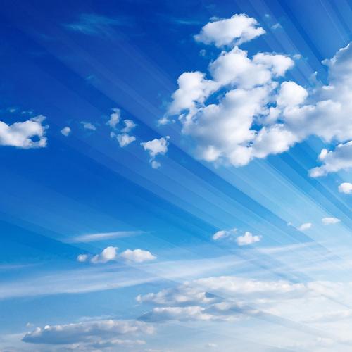Ciel bleu avec quelques nuages ...