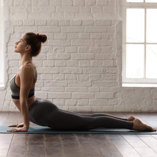 Cobra, position de yoga