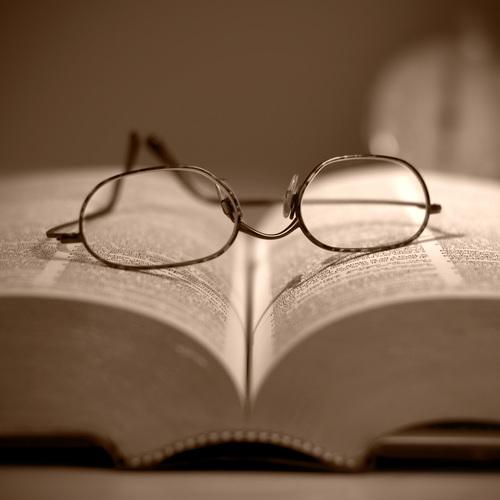 Le dictionnaire, un ouvrage de référence.