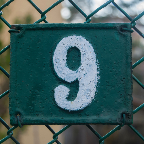 Numéro neuf (9)