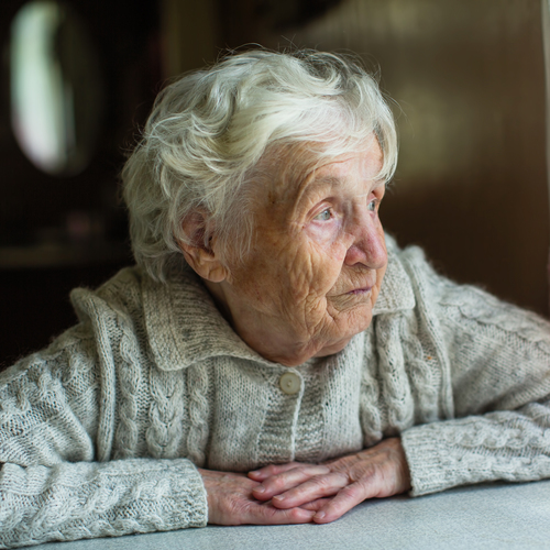 Personne âgée seule ...