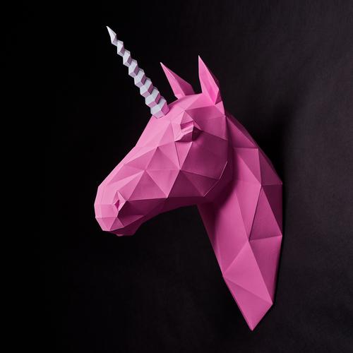 Unicorne, une seule corne.