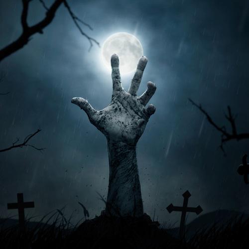 Un zombi qui sort de sa tombe
